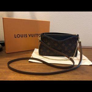 Louis Vuitton Pallas Clutch in Noir